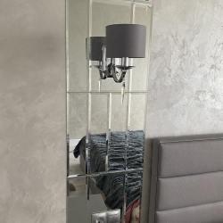 Панно на стене из зеркал с вырезами