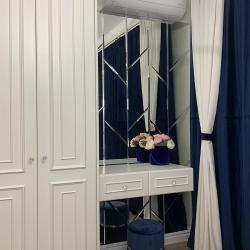 Зеркальное панно в интерьере