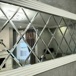 Прямоугольное зеркальное панно на стене