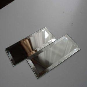 Клеїмо дзеркальну плитку на стелю
