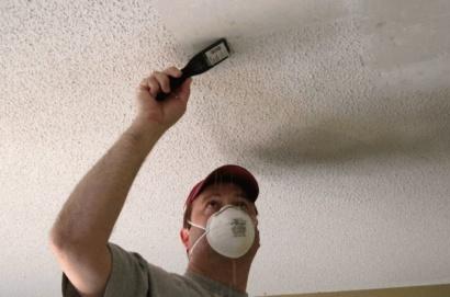 Клеим зеркальную плитку на потолок