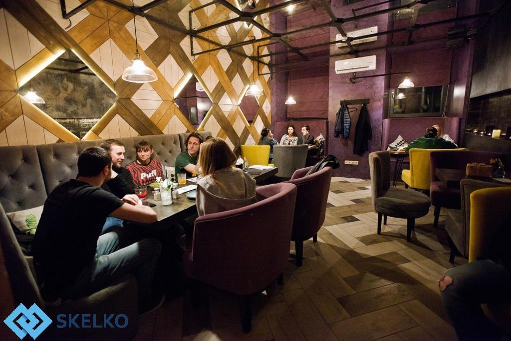 Зеркальная плитка в дизайне ресторана